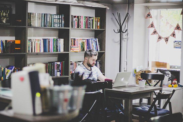 Темы  Бизнес-эксперт: выбор между прибылью и удовольствием