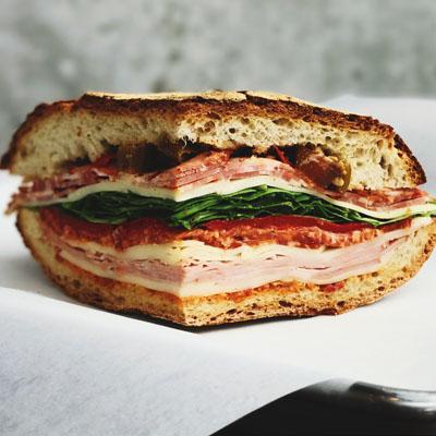 События  Новости еды: бесплатный сэндвич для близнецов, праздник оладий и русское меню