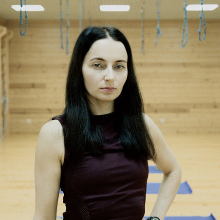 Темы  Своими руками: 10 упражнений по массажу лица, которые полезно выучить