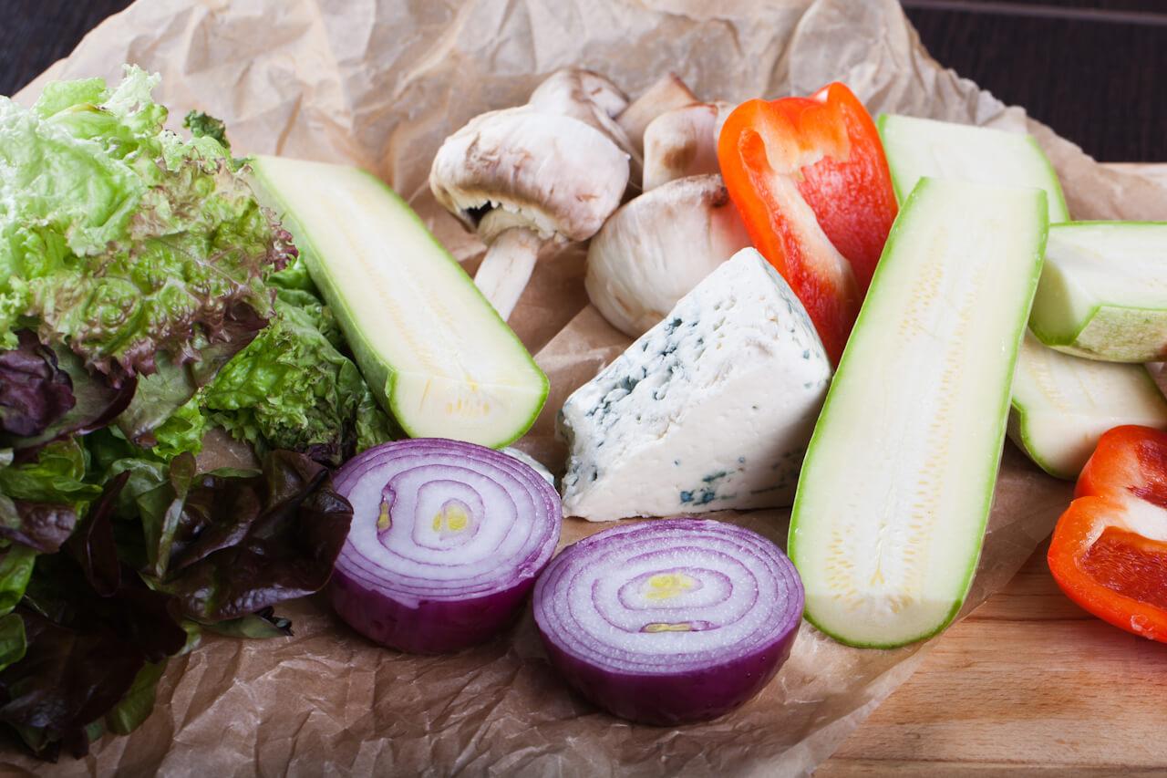 Темы  Как в ресторане: готовим дома салат с запечеными овощами и сыром дорблю