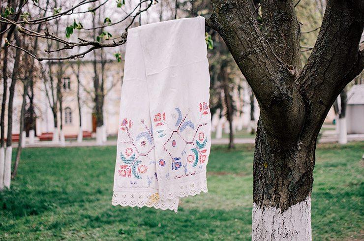 Полотенце-с-геометризированным-и-растительным-орнаментом