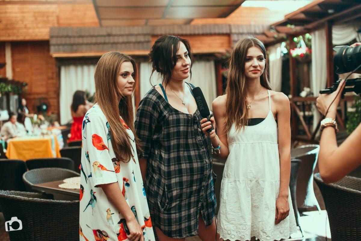 девушки-организаторы