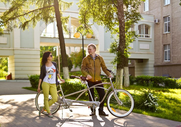 Темы  Кто катается по городу на редких велосипедах?