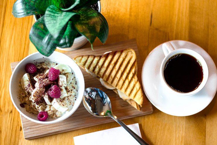 Темы  Чем можно позавтракать в городских кафе?