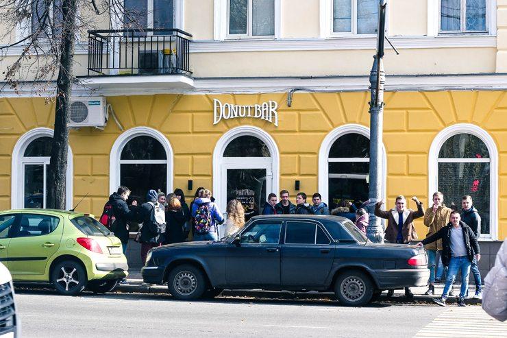Новости  Donut Bar открыл третью по счету кофейню