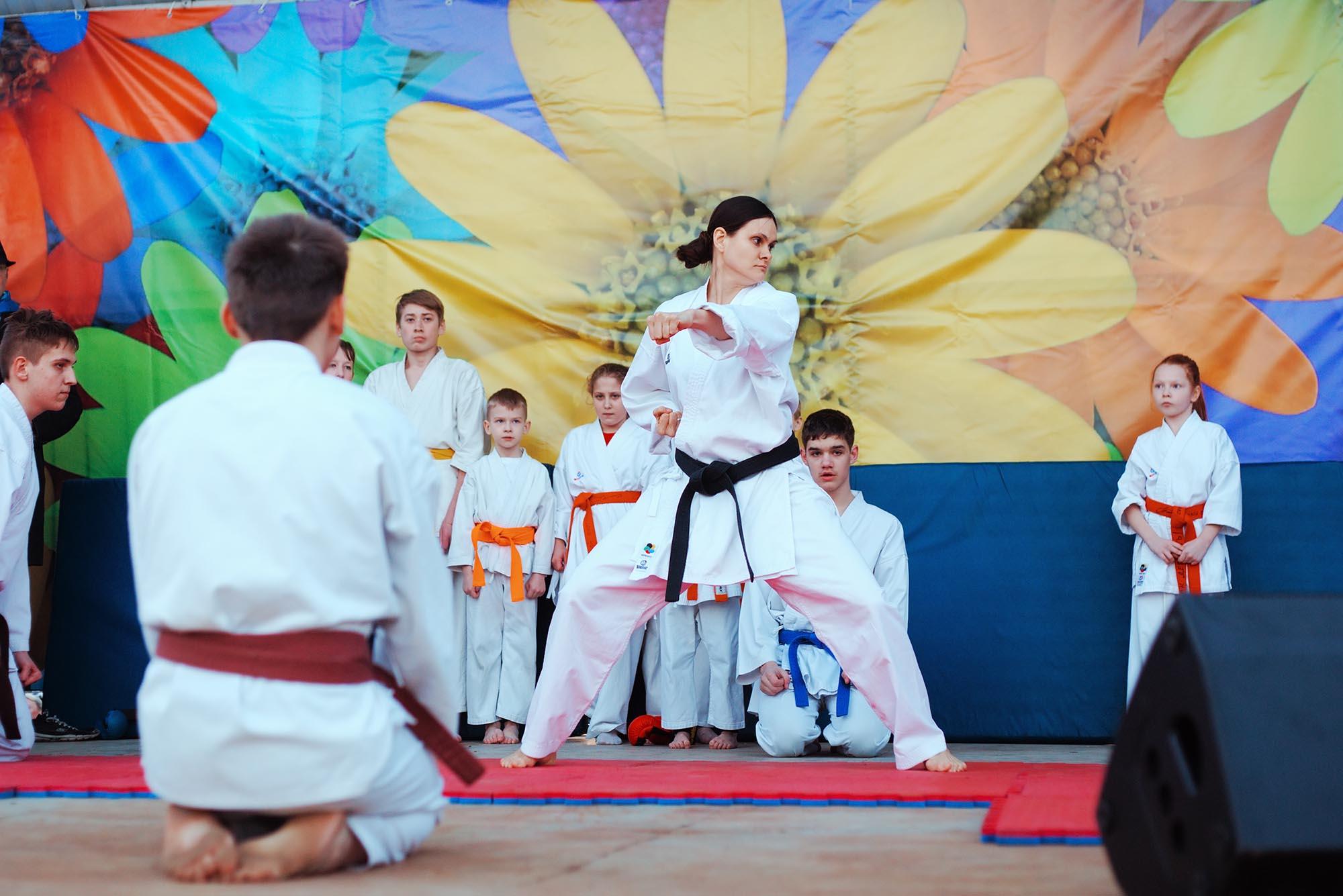 События  Японское телевидение, fire-шоу, суши-самурай: 8 марта в «Трех океанах»