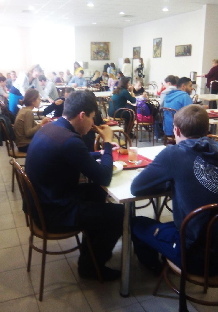 """Темы  """"Первое, второе и компот"""": чем кормят в городских столовых"""