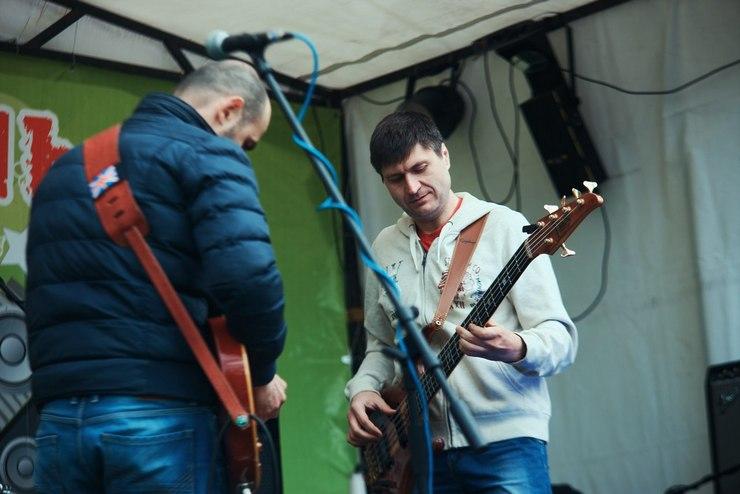 """Люди  Группа """"JAMM"""": """"Не жди дорогих гитар и оборудования. Это не поможет. Если хочешь играть – пой, играй, где угодно"""""""