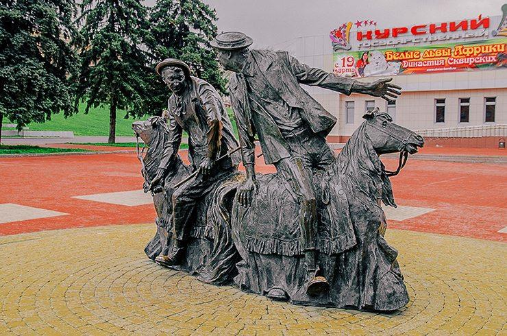 Места  ПАМЯТНИКИ (СУПЕР)ГЕРОЯМВ КУРСКЕ