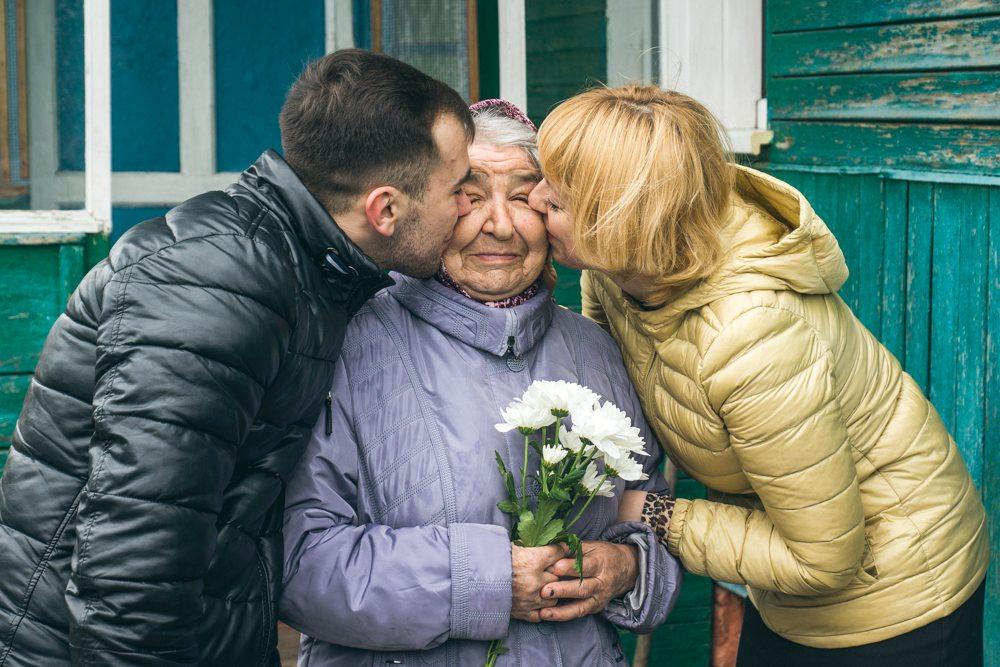 Внук целует бабушку везде фото 786-790